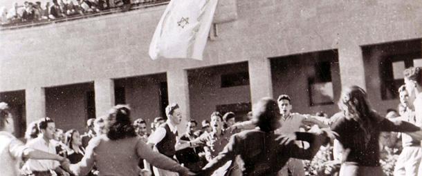 Selon moi, le fait que nous ayons réussi à susciter la création d'un Fonds national juif [Keren Hayessod] pour la reconstruction de notre pays, a été l'une des manifestations les plus importantes, et peut-être la plus importante, de la volonté nationale juive et de la capacité juive à mener une action indépendante Moshé Shertok (Sharett), chef du département politique de l'Agence juive et futur Premier ministre (1943)