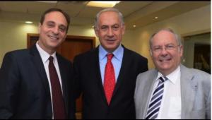 De g.à d. : Eliezer (Moodi) Sandberg président mondial du Keren Hayessod-Appel Unifié pour Israël, le premier ministre Binyamin Netanyahou et Richard Prasquier, président du Keren Hayessod France.