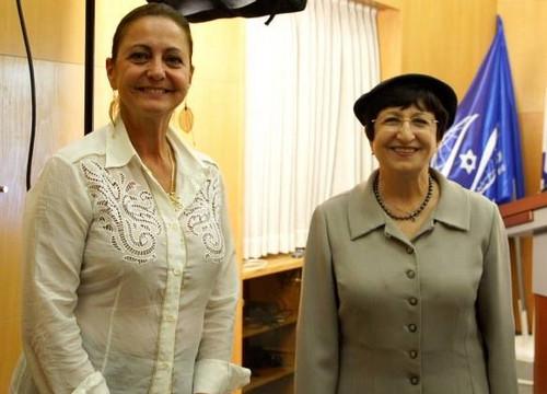 De G.à D. : Judith Oks, vice-présidente du Keren Hayessod de France aux côtés de Adina Bar-Chalom